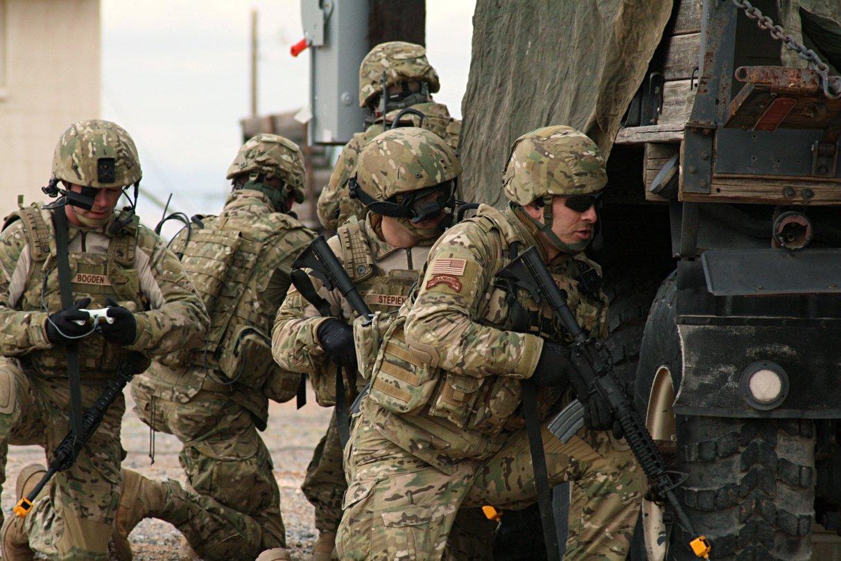 US Soldaten Nutzen Wahrend Einer Gefechtsubung Den Xbox360 Controller Um Eine Drone Fernzusteuern